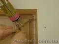 Збирання і встановлення дверей,  монтаж замків.